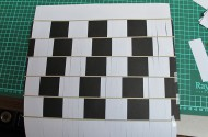 Optische illusie door vlechten van zwart en wit papier